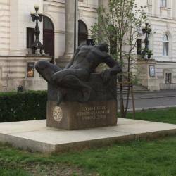 Edward Wittig, Pomik Poległych Żołnierzy Polskiej Organizacji Wojskowej (Umierający bohater), 1933 (rekonstrukcja 1999), plac Małachowskiego, Warszawa